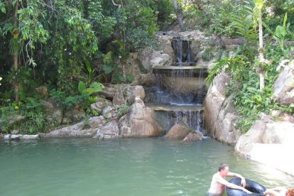 Na Mueang Waterfall 02