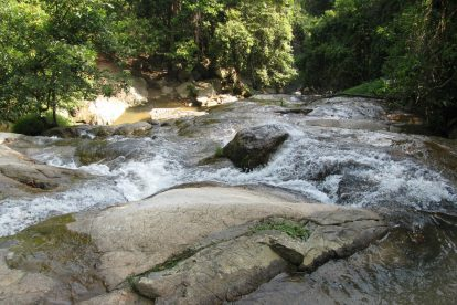 Na Mueang Waterfall 04